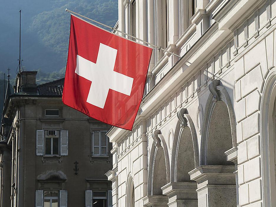 гражданство швейцарии через брак